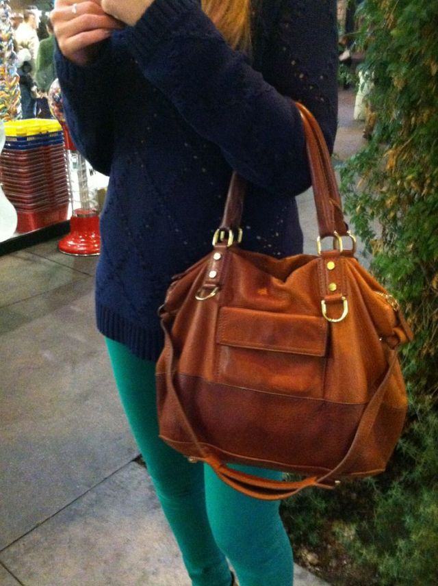 NAVY SWEATER BAG
